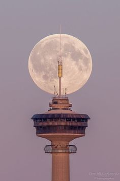 Great full moon behind the tower of Näsinneula, Tampere Eero Mäki-Mantila Big Town, Super Moon, Sweet Memories, Helsinki, Natural Wonders, Moonlight, Places To See, Scandinavian, Special Interest