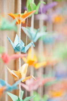 DIY Tutorial: 1000 paper cranes backdrop by Boho Bride Laura