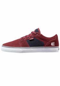 Etnies. BARGE - Sneaker low - red/navy. Sohle:Kunststoff. Decksohle:Textil. Innenmaterial:Textil. Details:Ziernähte. Obermaterial:Leder und Textil. Verschluss:Schnürung. Fütterungsdicke:kalt gefüttert. Schuhspitze:rund. Pflegehinweise:Bi...