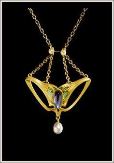 Georg Kleemann. Necklace - 1902. Gold, Cultured pearl, Enamel, Saphir.      Schmuckmuseum Pforzheim.