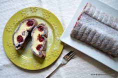 Prajitura tunel cu branza si visine Romanian Food, Romanian Recipes, Eat Dessert First, Something Sweet, French Toast, Goodies, Sweets, Cheese, Meals