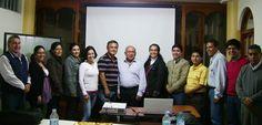 1º Clase del Diplomado en Auditoria Médica Basada en la Evidencia - Chiclayo Los alumnos tomandose una foto a lado del Dr. Leonardo Piscoya y el Dr. Raul Rojas