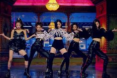 In the MV for 'Wannabe', the girls of ITZY delighted fans with the catchy tune, amazing dance breaks, and their flawless style. Leather Trousers, Leather Shorts, Kpop Girl Groups, Kpop Girls, Kpop Fashion, Korean Fashion, Bts K Pop, Dramas, Korea