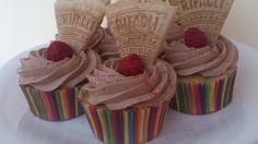 Cupcakes de crema de cacao. http://youtu.be/m95lvPjwgYU Los cupcakes nos están invadiendo, pero que mejor que prepararlos en casa?