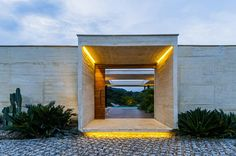 Casa is a modern flat roof house in Viletta, Colombia, and was designed by Estudio Arquitectura and Natalia Heredia. The house is located on Modern Entrance, Modern Entry, Entrance Design, Door Design, Grand Entrance, Main Entrance, Brick Effect Wallpaper, Natural Stone Pavers, Flat Roof House