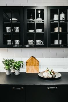 AINA Ristikko -keittiö on ihana! Katso kuvat ja tutustu tarkemmin! Ovet, Haku, Kitchen Cabinets, Google, Home Decor, Decoration Home, Room Decor, Cabinets, Home Interior Design