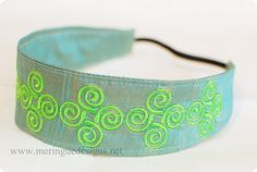 There are a million tutorials out there to make these awesome headbands. But I haven't seen any to make embroidered headbands. The sewing pr. Embroidery Tools, Embroidery Patterns Free, Modern Embroidery, Machine Embroidery Designs, Headband Tutorial, Embroidered Gifts, Bow Pattern, Girl Hair Bows, Turquoise Bracelet