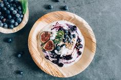 Letzte Woche hat eine meiner liebsten Marken ein neues Produkt lanciert: bei Joya gibt es jetzt ein veganes, griechisches Joghurt! Viele werden wie ich bei dem Gedanken in Freude ausbrechen, denn sowas wie vegan griechisches Joghurt gibt es in Österreich noch nicht wirklich. Griechisches Yoghurt ist super, weil es extrem cremig und satt im Geschmack ist. Die Read More Vegan, Acai Bowl, Brunch, Super, Healthy, Breakfast, Food, Greek Yogurt, Food Food
