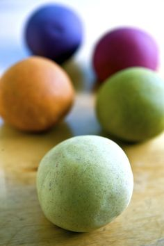 Natural play dough recipe- such a fan of this recipe! So easy, so fast, and the perfect one for somebody who didn't have any cream of tartar on hand