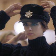 Stylish Hats, Lesage, Kaia Gerber, Chanel Jewelry, Chanel Fashion, Vogue, Hair Brush, Caps Hats, Everyday Fashion