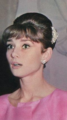 The great actrees of #Hollywood #AudreyHepburn in pink up old portrait ||| #MemoryHollywood ...