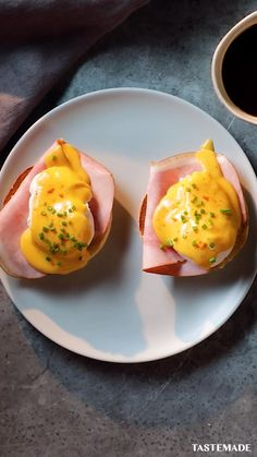 If you are looking for a staple breakfast or brunch dish that anyone can make, you have come to the right place. You'll never mess up a poached egg again, this quick and easy eggs benedict recipe will Brunch Dishes, Brunch Recipes, Breakfast Recipes, Breakfast And Brunch, Mexican Breakfast, Burger Recipes, Dinner Recipes, Easy Eggs Benedict, Eggs Benedict Salmon