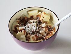 Chcesz mieć płaski brzuch? To musisz jak najczęściej sięgać po tego typu śniadania! Ananas jest numerem jeden, jeśli chodzi o spalanie tkanki tłuszczowej. Jeśli chcesz mieć płaski brzuch polecam na śniadanie odstawić pieczywo i zamienić je na owoce i jogurt naturalny.