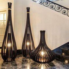 Luminárias Gulliver e Liliput. Bamboo Light, Bamboo Art, Lantern Candle Holders, Candle Lanterns, Wood Lamps, Table Lamps, Home Decor Lights, Parametric Design, Hotel Decor