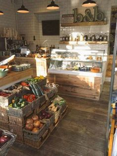 Fresh fruit & veg and juice bar. Deli Shop, Cafe Shop, Bulk Store, Grocery Store, Bar Restaurant, Restaurant Design, Cafe Design, Store Design, Tante Emma Laden