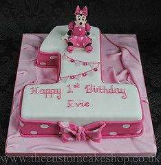 Halloween Cake Minnie Mouse Number One Birthday Cake cake Minnie Mouse pink and white fondant cake 1st Birthday Cakes, Minnie Birthday, Baby 1st Birthday, First Birthday Parties, First Birthdays, Birthday Ideas, Mickey And Minnie Cake, Minnie Mouse Cake, Number 1 Cake