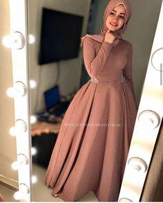 Source by Dresses hijab Hijab Prom Dress, Hijab Wedding Dresses, Prom Dresses With Sleeves, Dress Wedding, Elegant Dresses, Pretty Dresses, Casual Dresses, Fashion Dresses, Muslim Evening Dresses