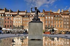Square in the old town of Warsaw | Weather2Travel.com #travel #poland