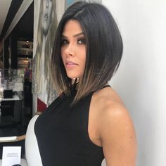 """Short"""" hair> never goes out of style! After all, the arrangements above the shoulders usually give an air of moreRead More """"Chanel reversed: see how to bet on the cut trend among the famous"""" Ombre Braids, Ombre Hair, Corte Y Color, Long Bob, Beauty Blender, Fall Hair, Beauty Photography, Hair Looks, Bob Hairstyles"""