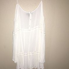Dress/top Off shoulder, white, either worn as a dress or a cute top Kendall & Kylie Tops Tunics