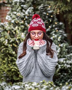 Christmas Post, Youtubers, Pugs, I Am Awesome, Marie, Winter Hats, Hipster, Celebrities, Instagram