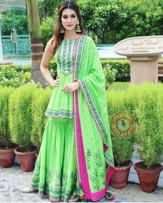 32 Beauty & Makeup Tips that Nobody Told You About - Her Style Code Sharara Designs, Kurti Designs Party Wear, Pakistani Fashion Casual, Bollywood Fashion, Indian Fashion, Designer Punjabi Suits, Indian Designer Wear, Indian Dresses, Indian Outfits
