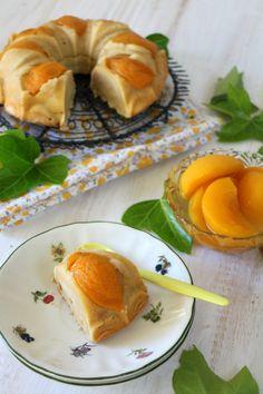 Bundt cake de melocotón en almíbar y yogur griego