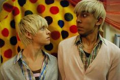 """Have you looked at yourself lately."" Maxxie & Anwar (Skins - Skins 1 & Mitch Hewer and Dev Patel Series Movies, Movies And Tv Shows, Skins Generation 1, Effy And Freddie, Mitch Hewer, Skin Aesthetics, Skins Characters, Skins Uk, Uk Photos"