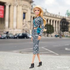 All of the most fabulous shows take place at Le Grand Palais, c'est chic! Barbie Style, Doll Clothes Barbie, Barbie Dress, Barbie Life, Barbie World, Kenzo, Beautiful Barbie Dolls, Grand Palais, Barbie Friends