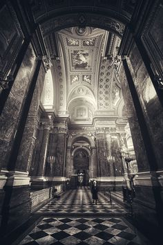saint stephen basilica in budapest. Gothic Architecture, Amazing Architecture, Oh The Places You'll Go, Places To Visit, France Travel, Ancient Art, Great Photos, Budapest, Cathedral