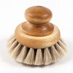 Une brosse pour se laver le visage. Le mode de vie suédois à domicile. Fabriqué à la main.