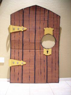 alice in wonderland jr props | here is the door for the doorknob character.