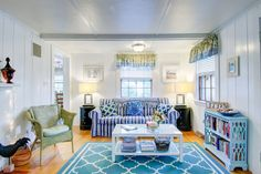 House in Dennis Port, United States. Welcome to Starfish Cottage!  Located at the end of a private cul-de-sac, this charming home is just 1/2 mi from the village or the ocean beach. Steps to restaurants and Sundae School Ice-Cream. Decorated with a Cape Cod flair we're sure you'll lo...