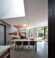 Timber Garden Pavilion / Black Line One Architecture Studio