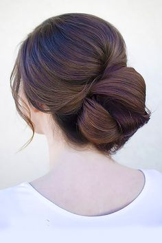 Bun hairstyles are popular wedding hairdos, and look good for different hair length. See our trendy collection of wedding bun hairstyles. Wedding Bun Hairstyles, Prom Hair Updo, Fancy Hairstyles, Hair Dos, Homecoming Hairstyles, Wedding Updo, Wedding Hair And Makeup, Hair Makeup, Make Up Braut