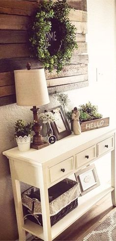 DIY rustic farmhouse entryway idea - perfect rustic entryway for a small foyer or apartment.