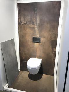Roestlook tegels in toilet Abk interno Wc Bathroom, Cozy Bathroom, Bathroom Design Small, Bathroom Storage, Bad Inspiration, Bathroom Inspiration, Interior Inspiration, Small Toilet Room, Tiny Studio