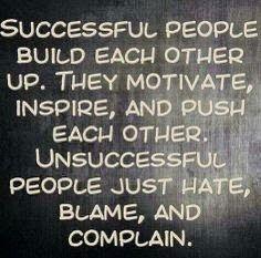 La gente exitosa ayuda a los demás, les motiva, inspira y empuja hacia arrita #liderazgo #actitud