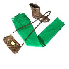 Anne Klein green denim skinny jean Anne Klein green denim skinny jeans excellent condition no damage fabric cotton spandex inseam 31 inch inseam Anne Klein Pants Skinny