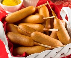 Corn dogs or hot dogs seem perfect for the carnival. Hamburgers, Corndog Recipe, Carnival Food, Carnival Parties, Baseball Party, Baseball Food, Baseball Birthday, Butterfly Party, Corn Dogs