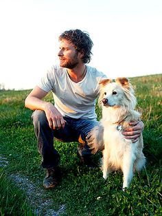 American country singer Dierks Bentley with his rescued Border Collie mix, Jake. Country Music Artists, Country Music Stars, Country Singers, Dierks Bentley, Collie Mix, Eric Church, Country Boys, American Country, Guys Be Like