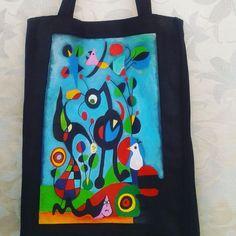 """Bolso en tela, pintado con acrílicos. Obra: """"El jardín"""" de J. Miró"""