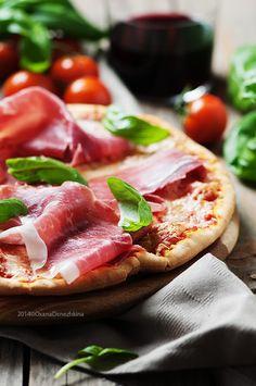 Fotografía Italian pizza with ham por Oxana Denezhkina en 500px