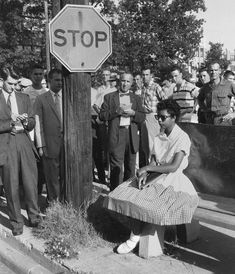 In this image, Elizabeth Eckford waits for a bus. Eckford was one of the Little Rock Nine, a group of African-American students who, in were the first black students ever to attend classes at Little Rock Central High School. Gordon Parks, Black History Facts, Black History Month, Little Rock Nine, Little Rock 1957, New York Times, Kings & Queens, By Any Means Necessary, Power To The People