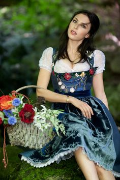 Oktoberfest, German Outfit, Dirndl Dress, Carnival Outfits, Girls Dresses, Formal Dresses, Folk Costume, Traditional German Clothing, Traditional Outfits