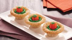 Pumpkin Patch Cookie Cups Halloween Cookie Recipes, Holiday Cookie Recipes, Halloween Desserts, Halloween Cookies, Halloween Treats, Halloween Fun, Halloween Foods, Fall Treats, Cookie Ideas
