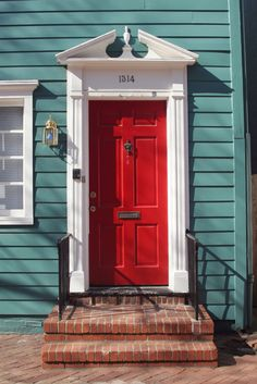 I love red front doors :D