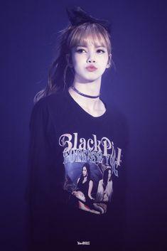 Lisa is my bias! Kpop Girl Groups, Korean Girl Groups, Kpop Girls, Kim Jennie, Girls Generation, Lisa Blackpink Wallpaper, Chill Wallpaper, Black Pink Kpop, Lisa Bp