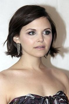 Actress Ginnifer Goodwin attends a society gala with her short bob haircut sculpted into a trendy semi-straight style.