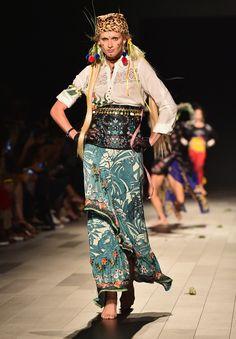 Coachella 2018 Fashion Style Inspo  Bohemian Gypsy at Desigual Spring  Summer 2018 NYFW. 4523264078